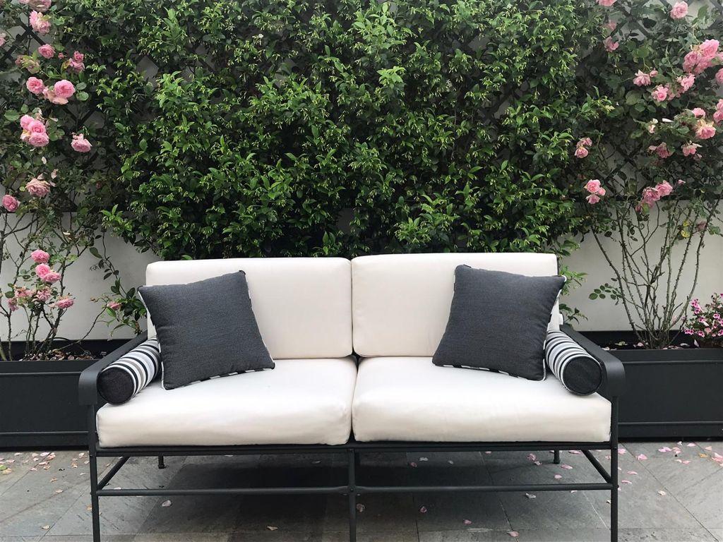 divanetto esterno bianco e nero
